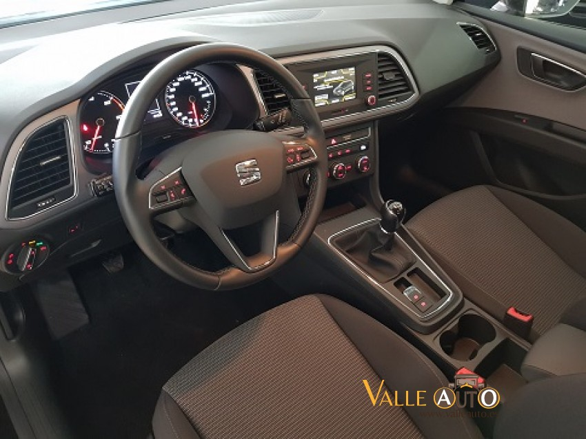 SEAT Leon STYLE St&ST 1.6 TDI  115CV Berenjena Imagen