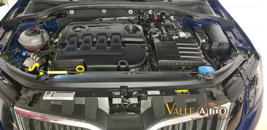 SKODA Octavia Combi Ambition 1.6 TDI 115CV AZUL Imagen