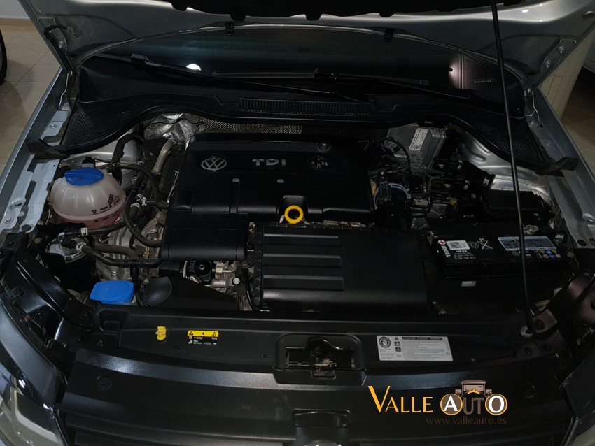 VOLKSWAGEN Polo ADVANCE BMT  1.4 TDI 75CV PLATA Imagen